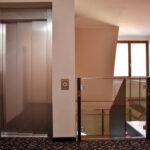 Der Homelift fügt sich sauber auch in ein bestehendes Treppenhaus ein